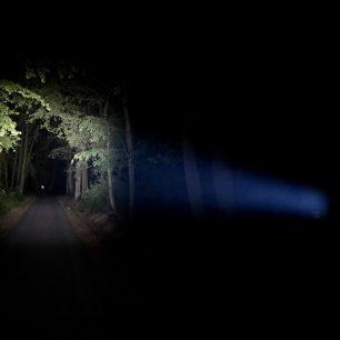Čelovka Ledlenser MH5 vám v noci posvítí na cestu / F: Martin Slezáček